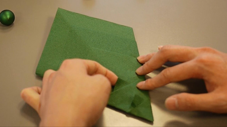 Christmas Tree Napkin Folding DIY Step 19 homify Dining roomAccessories & decoration Paper Green