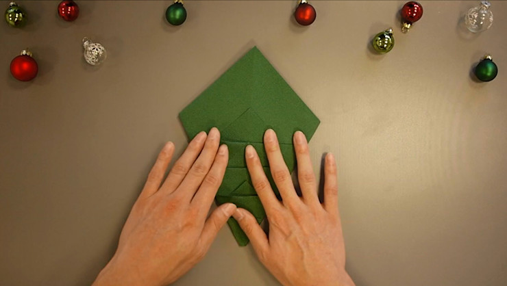 Christmas Tree Napkin Folding DIY Step 20 homify Dining roomAccessories & decoration Paper Green