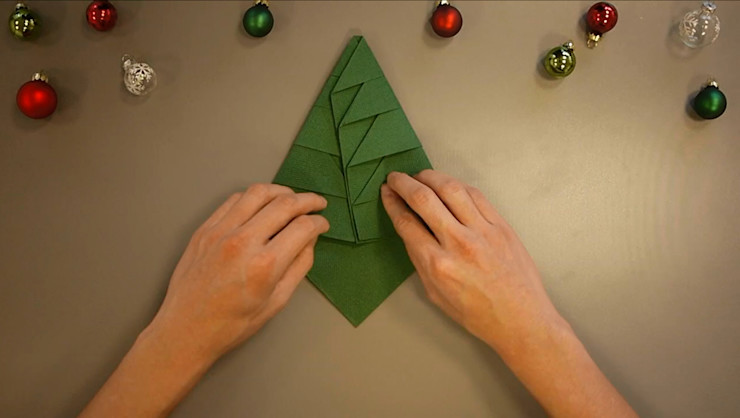 Christmas Tree Napkin Folding DIY Step 21 homify Dining roomAccessories & decoration Paper Green