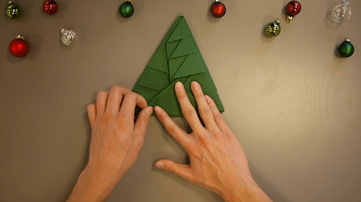 Christmas Tree Napkin Folding DIY Step 22 homify Dining roomAccessories & decoration Paper Green