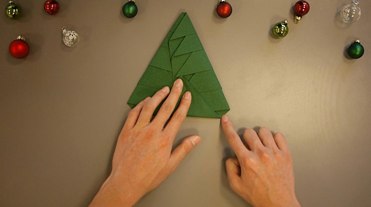 Christmas Tree Napkin Folding DIY Step 23 homify Dining roomAccessories & decoration Paper Green