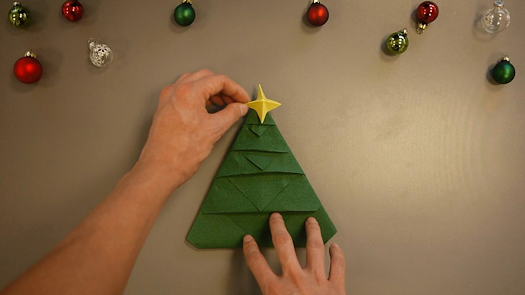 Christmas Tree Napkin Folding DIY Step 32 homify Dining roomAccessories & decoration Paper Green