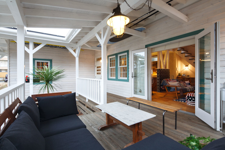dwarf Eclectic style balcony, porch & terrace