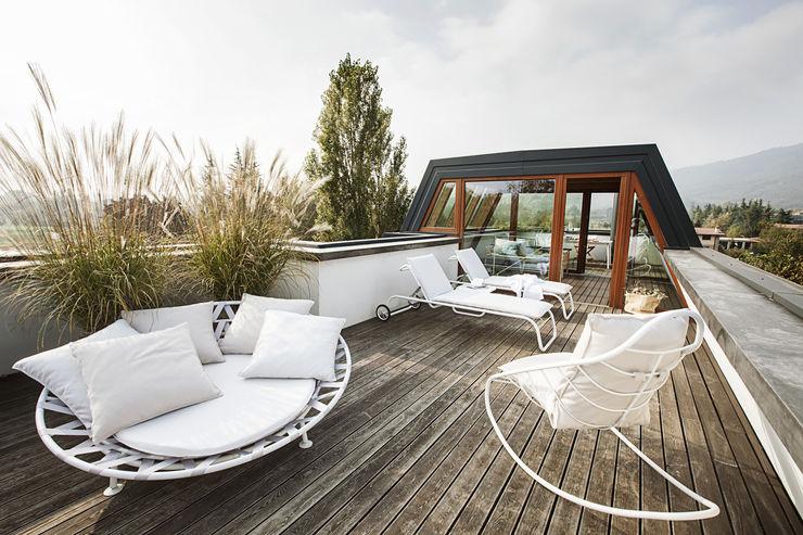 Terrazza Moretti MORE Balcone, Veranda & Terrazza in stile moderno