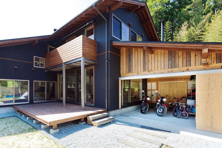 株式会社 建築工房零 Eclectic style garage/shed Wood