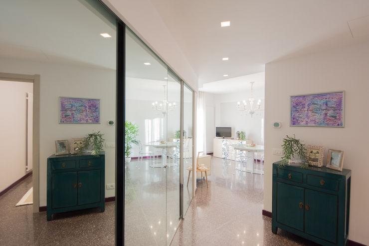 Ingresso Lella Badano Homestager Ingresso, Corridoio & Scale in stile moderno Vetro Bianco