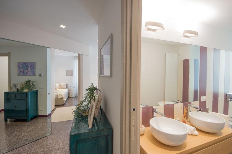 Lella Badano Homestager Moderner Flur, Diele & Treppenhaus Lila/Violett