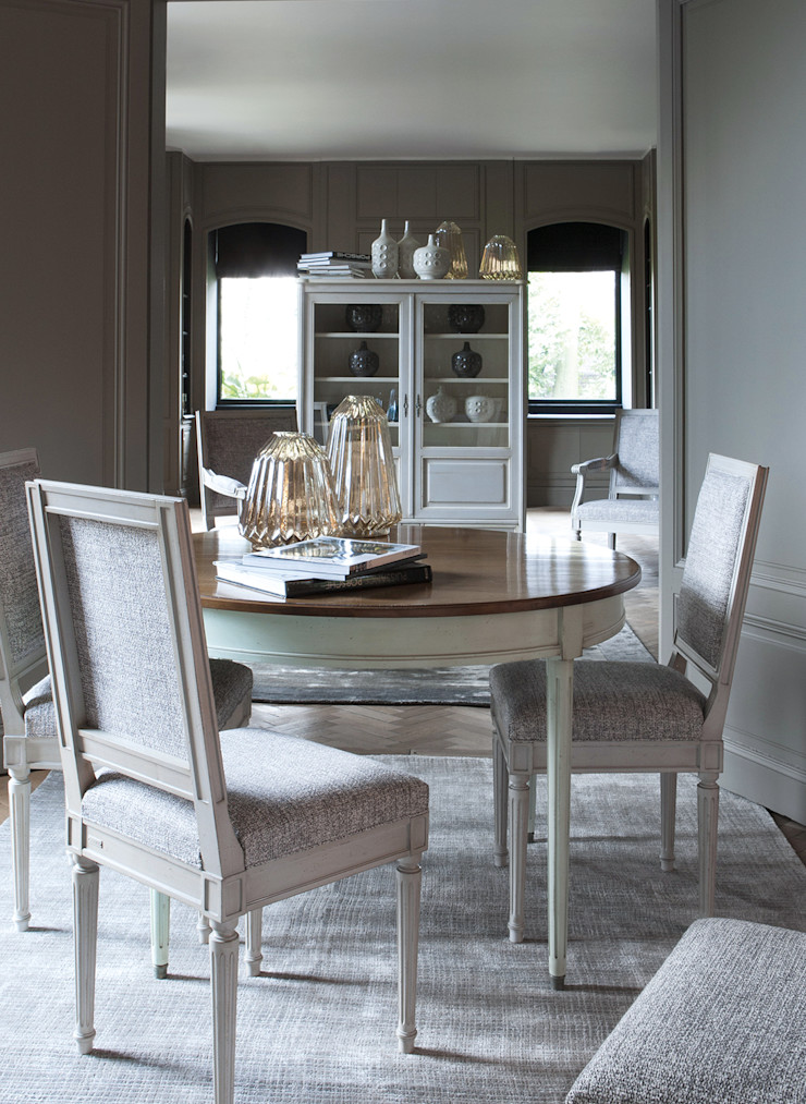 Conexo. Dining roomTables Solid Wood Grey
