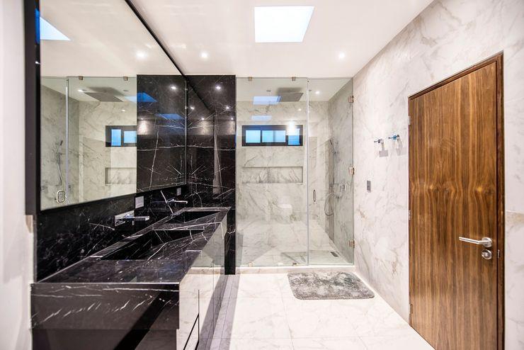 ESTUDIO TANGUMA Modern bathroom Tiles Black
