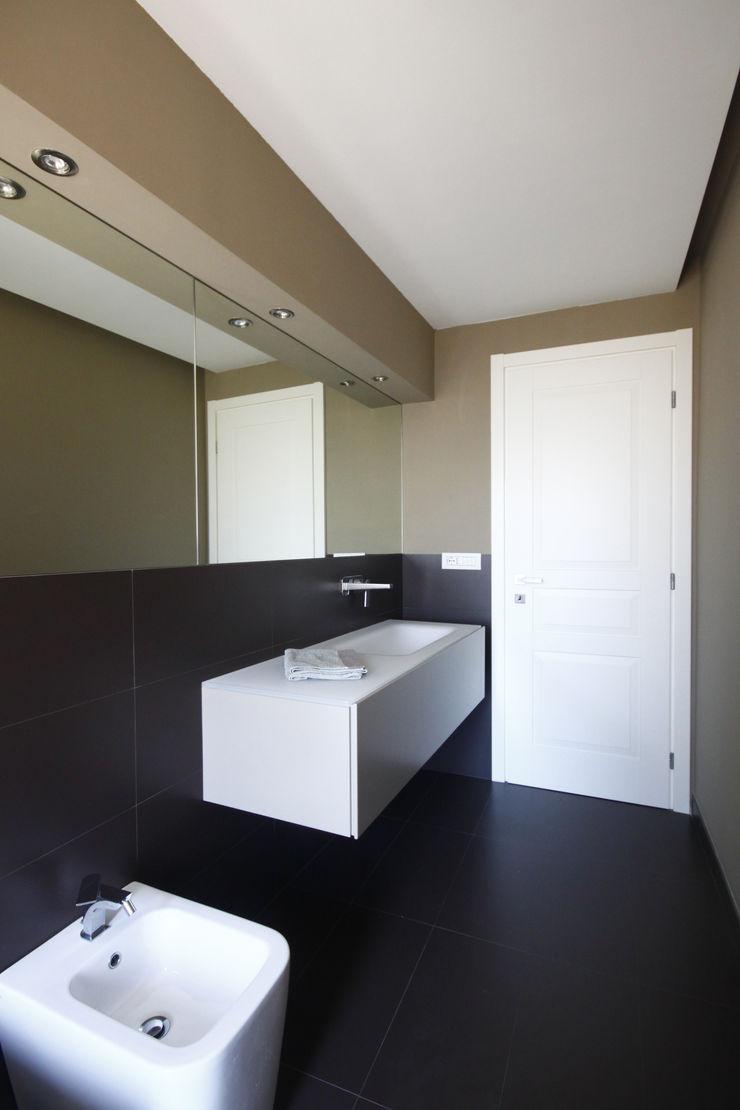 BAGNO PADRONALE CON VASCA AD INCASSO Andrea Orioli Bagno minimalista Beige