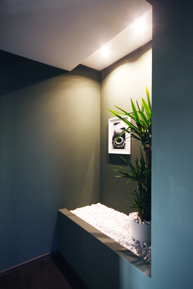 DISIMPEGNO CON PIETRA IN POLVERE DI MARMO Andrea Orioli Ingresso, Corridoio & Scale in stile minimalista Verde