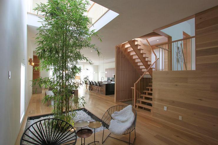 AtelierSUN Salas modernas Derivados de madera Acabado en madera