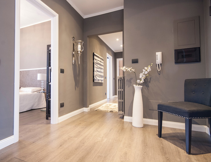 Ristrutturazione appartamento Milano DemianStagingDesign Ingresso, Corridoio & Scale in stile moderno