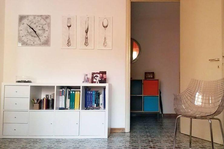 Appartamento a Como Studio di Architettura Luigi Stracquadaini Ingresso, Corridoio & Scale in stile moderno MDF Arancio