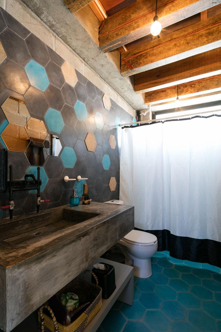 MORADA CUATRO Tropical style bathrooms