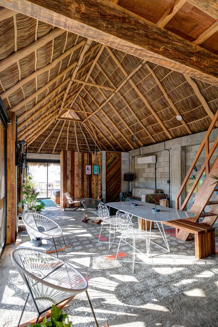 MORADA CUATRO Tropical style dining room