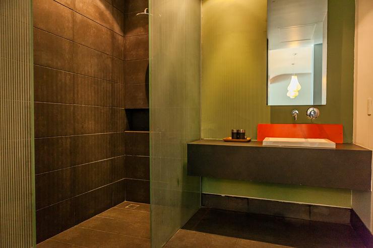 MORADA CUATRO Modern Bathroom