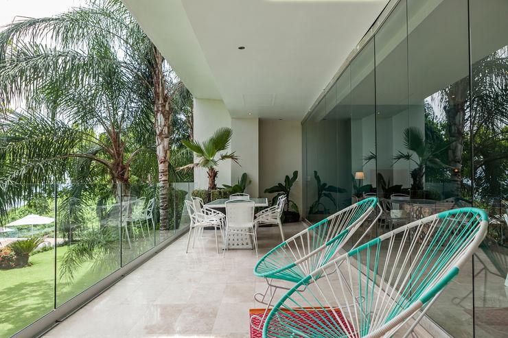 MORADA CUATRO Modern Terrace