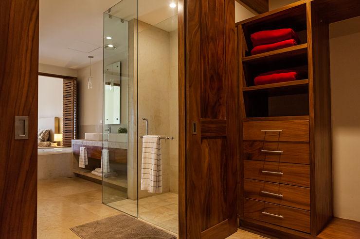 MORADA CUATRO Modern Dressing Room