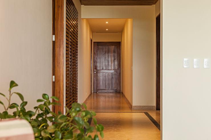 MORADA CUATRO Modern Corridor, Hallway and Staircase