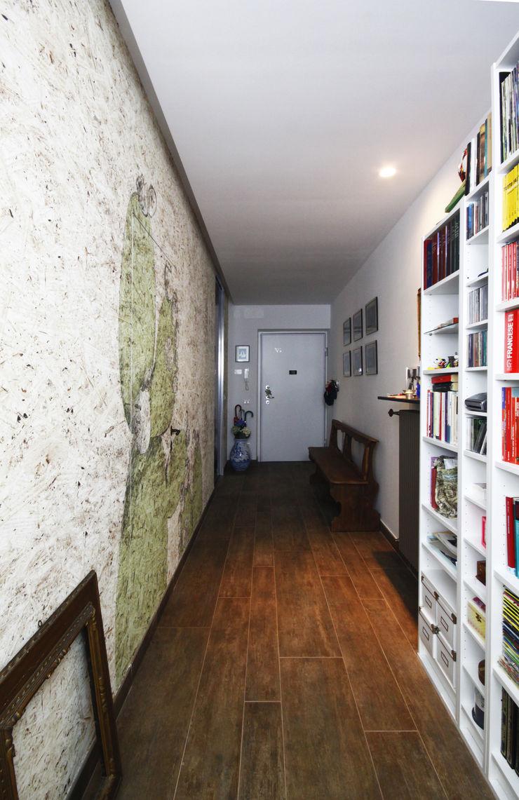 CASA M&L Andrea Orioli Ingresso, Corridoio & Scale in stile moderno Bianco