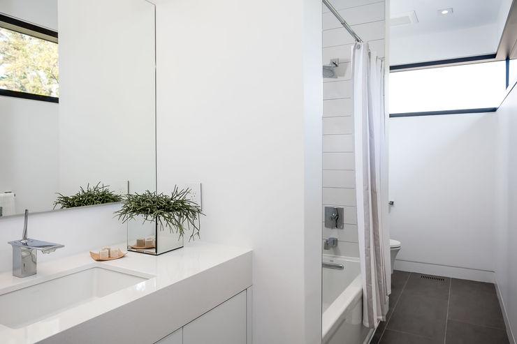 Frahm Interiors Modern Bathroom