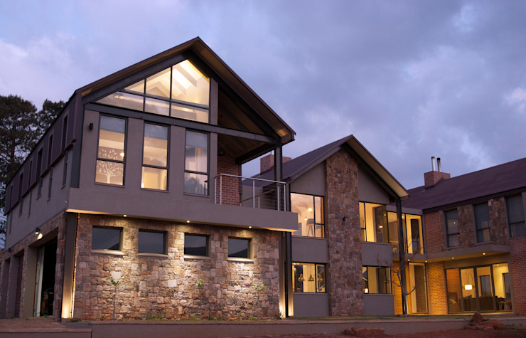 Arrival courtyard Urban Habitat Architects Rustic style house