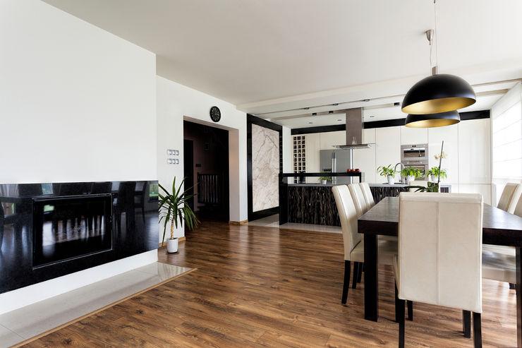 Black & White Kitchen/Dining Gracious Luxury Interiors Modern kitchen Wood effect