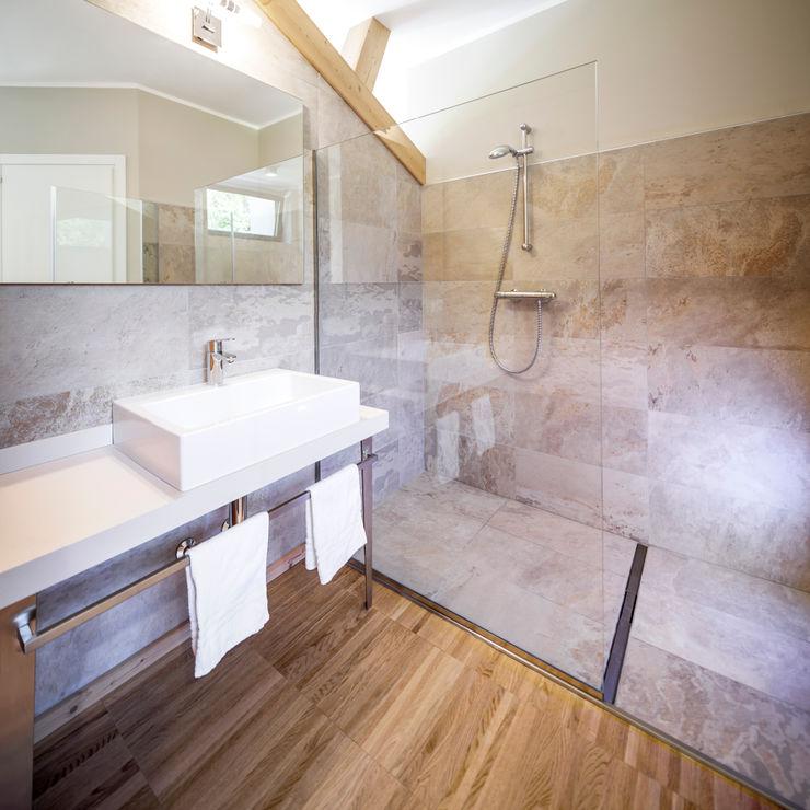 AGRITOURISM raro Casas de banho modernas