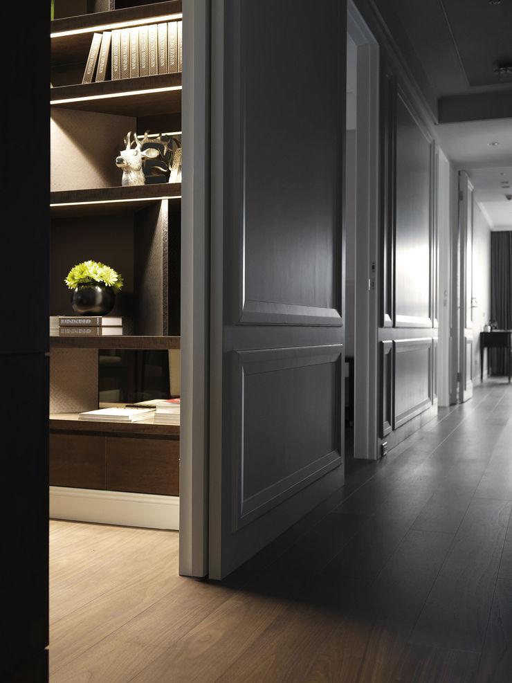 英式古典情挑 大荷室內裝修設計工程有限公司 Classic style corridor, hallway and stairs