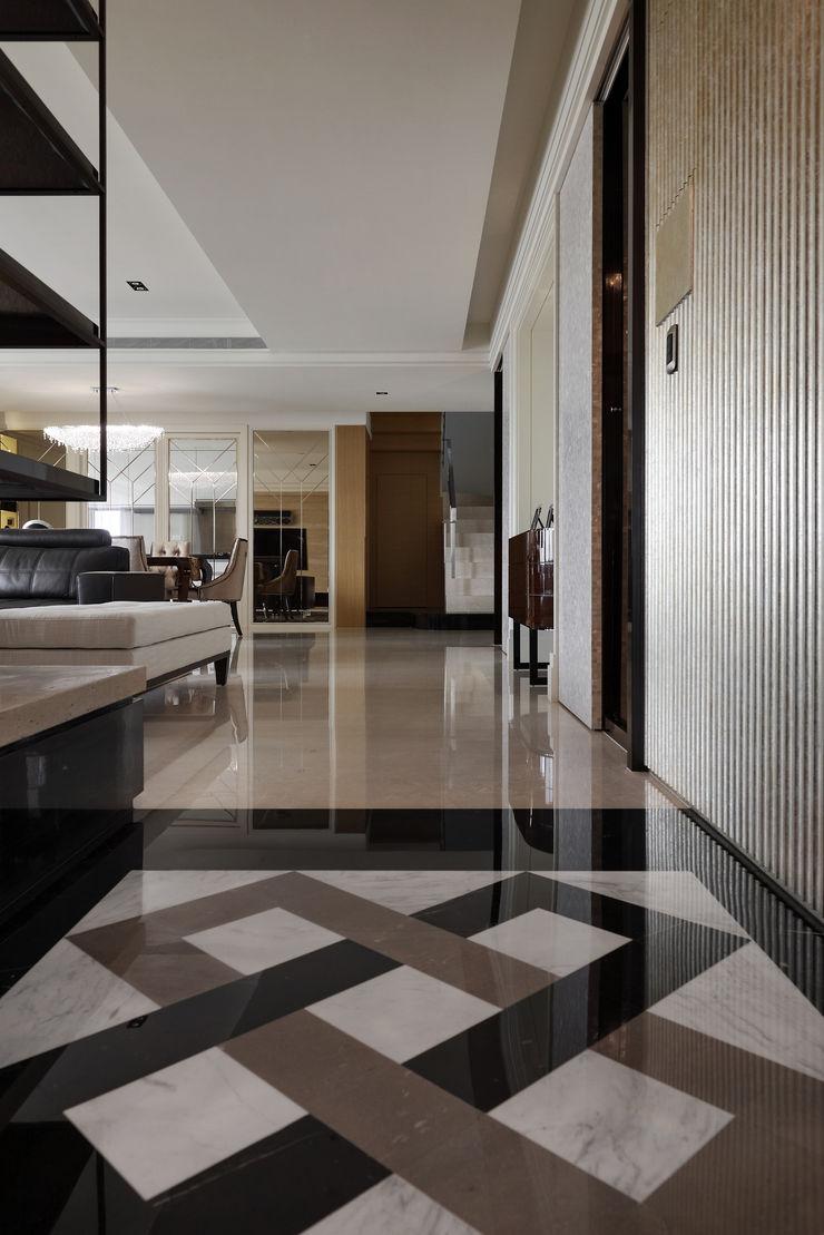 時尚精品宅 大荷室內裝修設計工程有限公司 現代風玄關、走廊與階梯