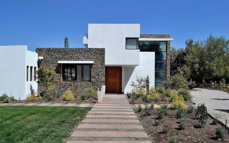 Marcelo Roura Arquitectos Modern houses Concrete White
