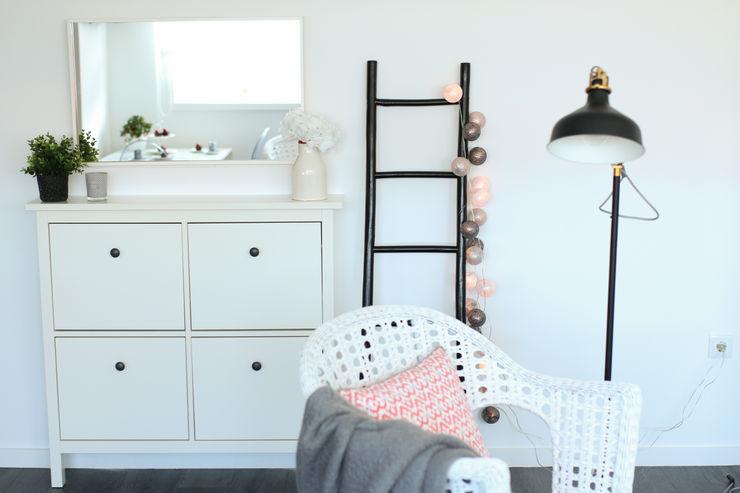 Perfect Home Interiors Skandinavischer Flur, Diele & Treppenhaus