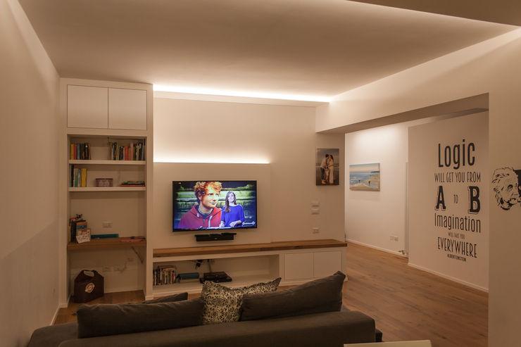 Appartamento Z + D Architettura & Interior Design 'Officina Archetipo' Soggiorno minimalista Bianco