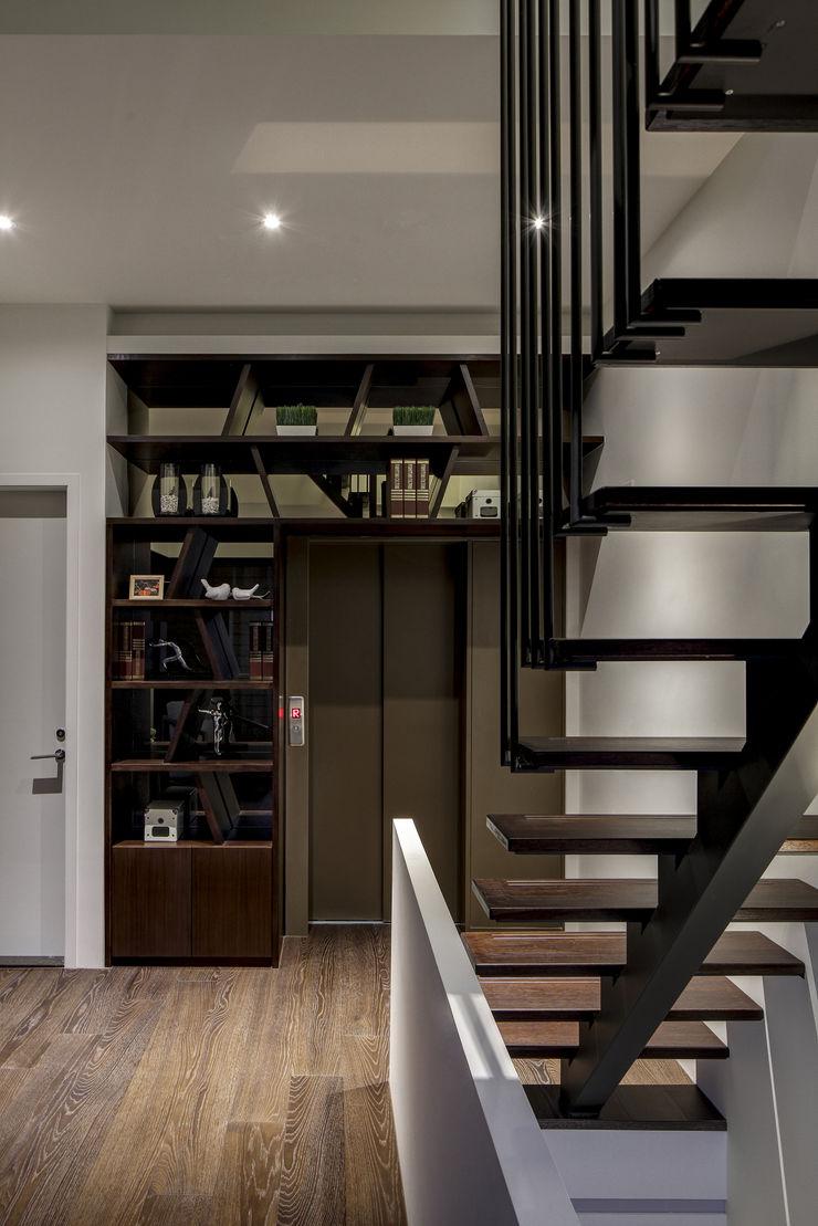三代同堂度假別墅 大荷室內裝修設計工程有限公司 Modern Corridor, Hallway and Staircase