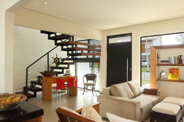 Taguá Arquitetura 现代客厅設計點子、靈感 & 圖片 White
