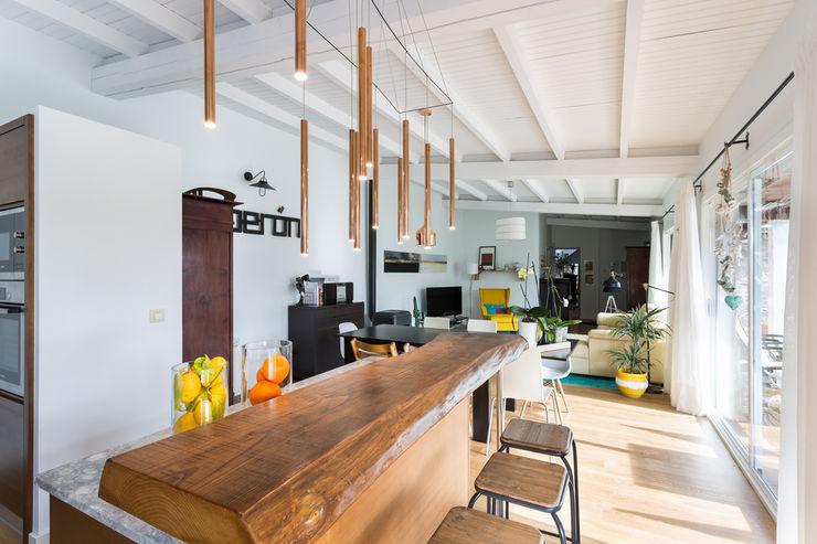 roomy showroom Kitchen