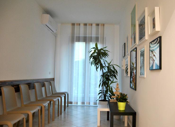 Sala attesa uffici AG Interior Design Studio minimalista