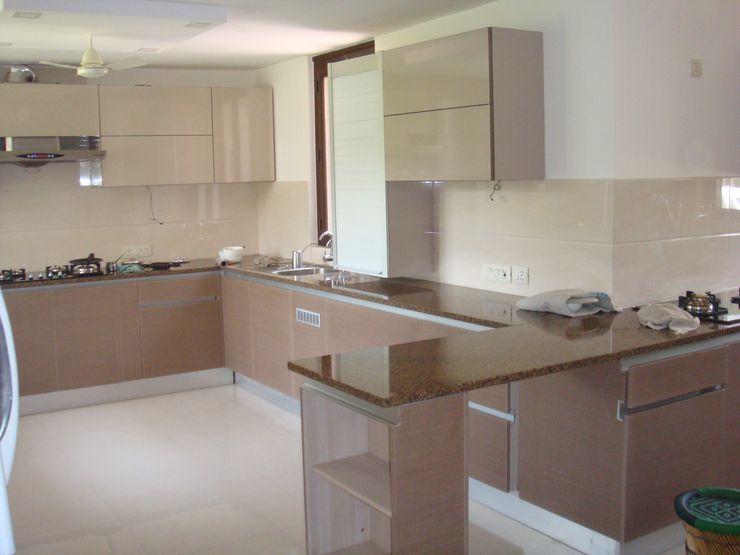 elegant kitchens & Interiors Cocinas de estilo moderno Aglomerado Beige