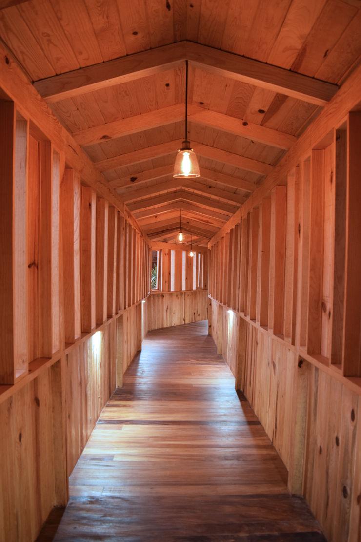 MORADA CUATRO Rustic style corridor, hallway & stairs