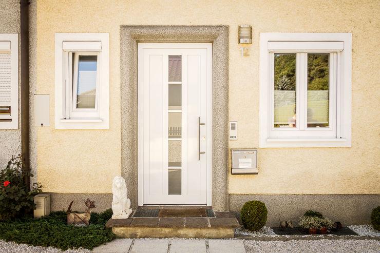 Schmidinger Wintergärten, Fenster & Verglasungen Pintu & Jendela Modern Aluminium/Seng White