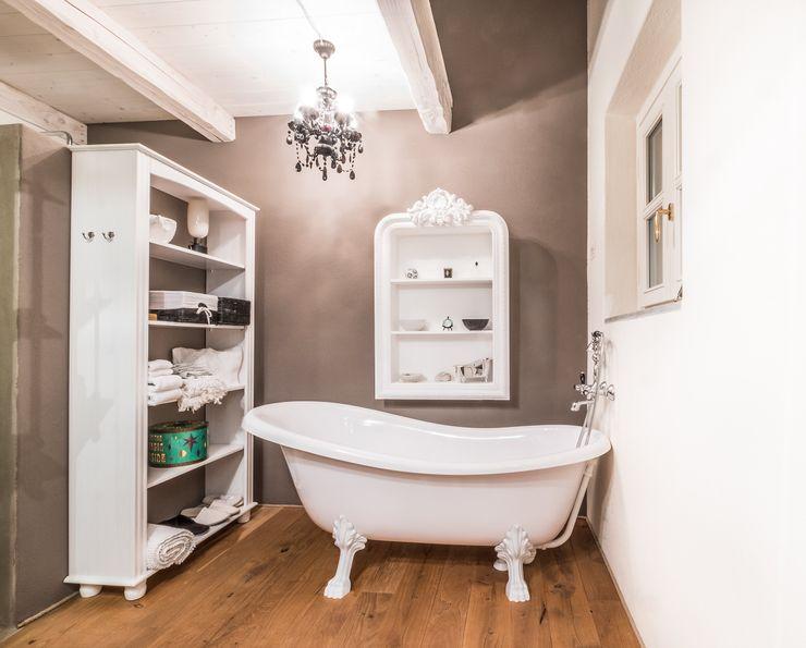 UAU un'architettura unica Colonial style bathroom