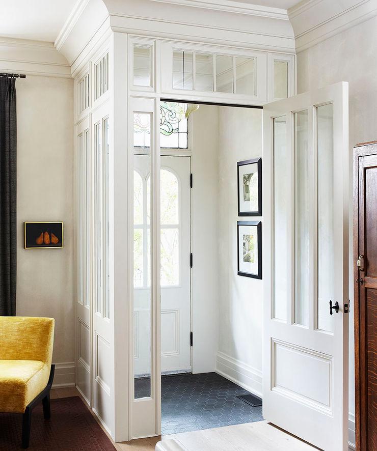 Entry Douglas Design Studio Classic style corridor, hallway and stairs White
