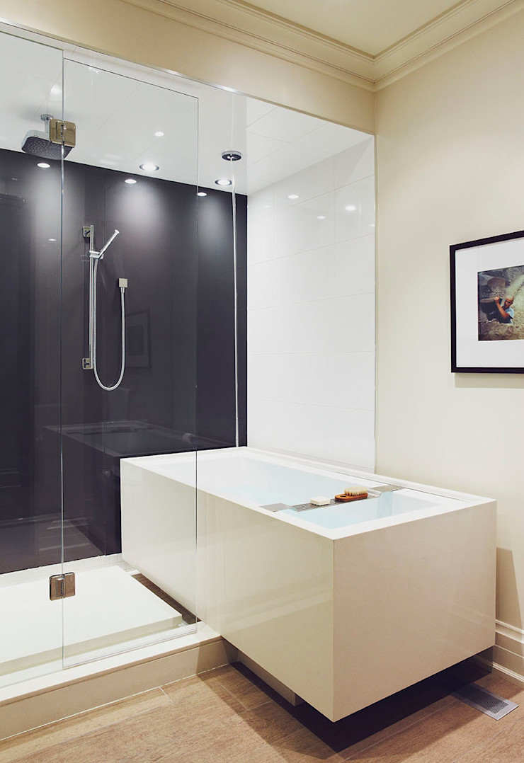 Cantilevered Bathtub Douglas Design Studio Classic style bathroom Grey
