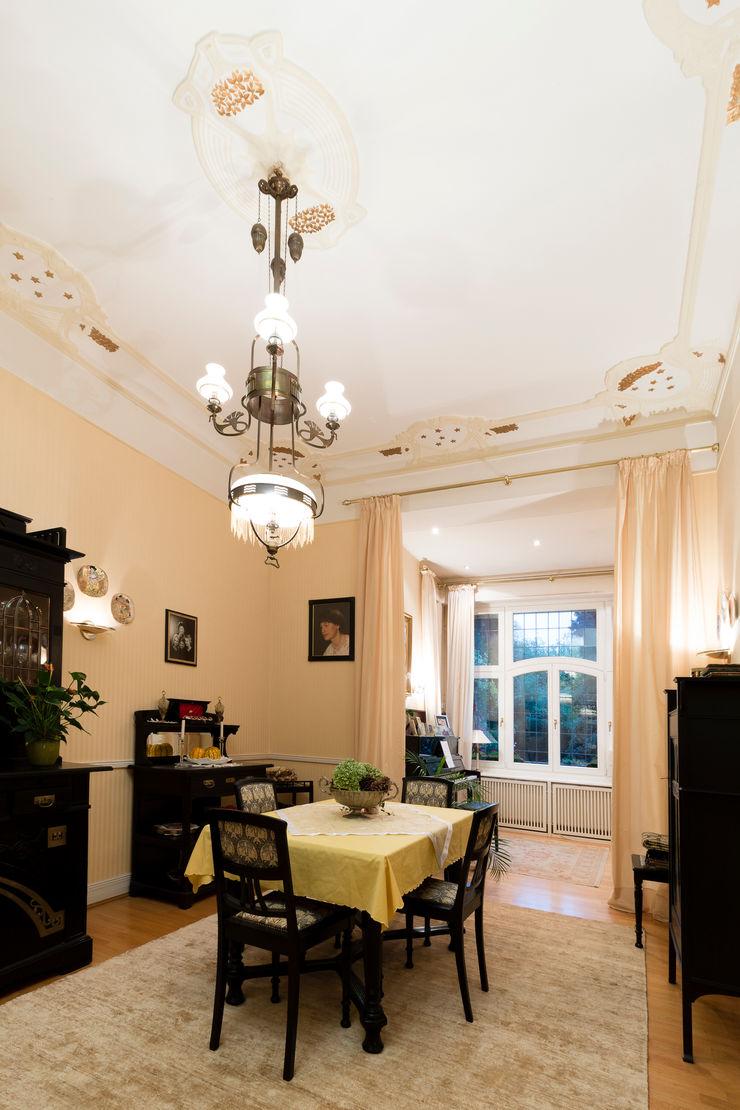 28 Grad Architektur GmbH Classic style dining room