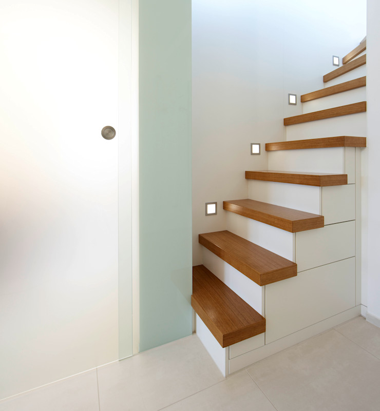 Maisonette Treppe Planungsbüro für Innenarchitektur Moderner Flur, Diele & Treppenhaus