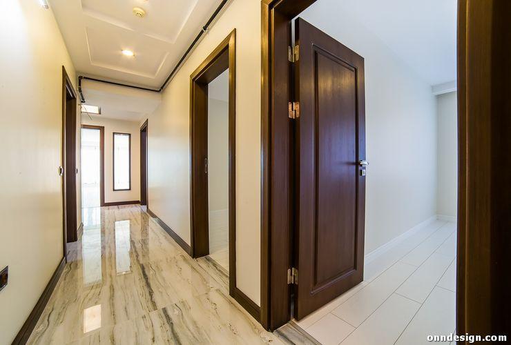 Onn Design Couloir, entrée, escaliers minimalistes Granite Beige
