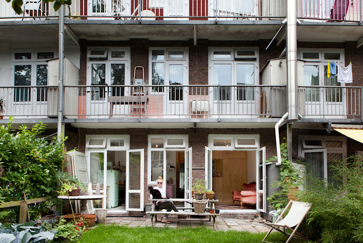TINY APARTMENT WITH A GARDEN VIEW Kevin Veenhuizen Architects Eclectische huizen