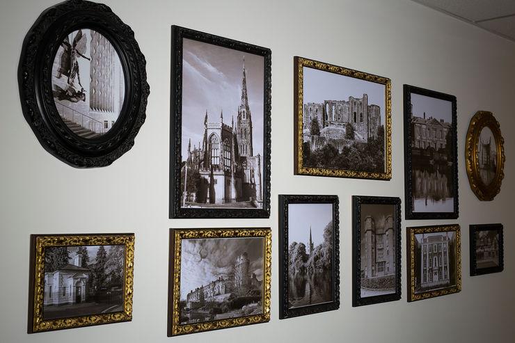 Picture Frame Wall Gracious Luxury Interiors Edificios de oficinas de estilo moderno