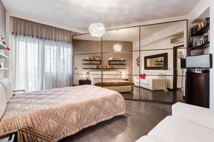 Appio Latino | contemporany EF_Archidesign Camera da letto moderna